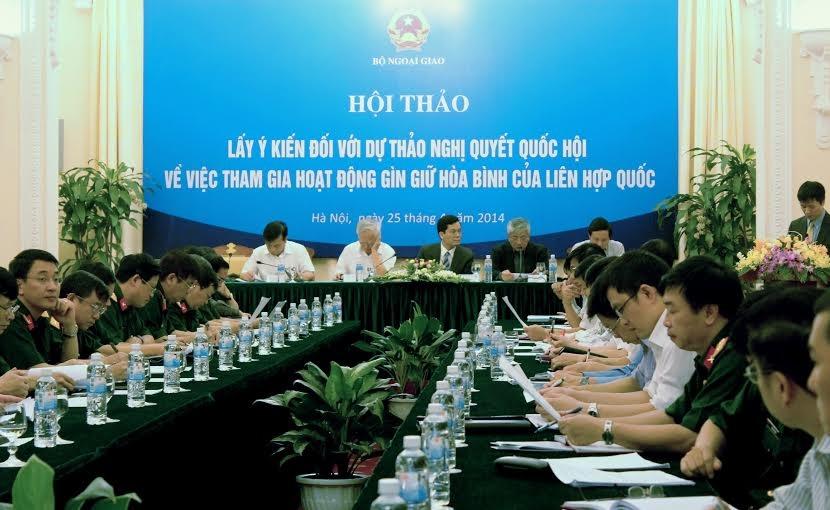 Thứ trưởng Bộ Quốc phòng Nguyễn Chí Vịnh phát biểu tại hội thảo (Ảnh N.H)
