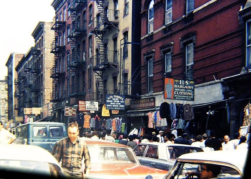 Phố Orchard Street nhộm nhịp với cửa hàng mua sắm và người qua lại (Ảnh chụp năm 1968)
