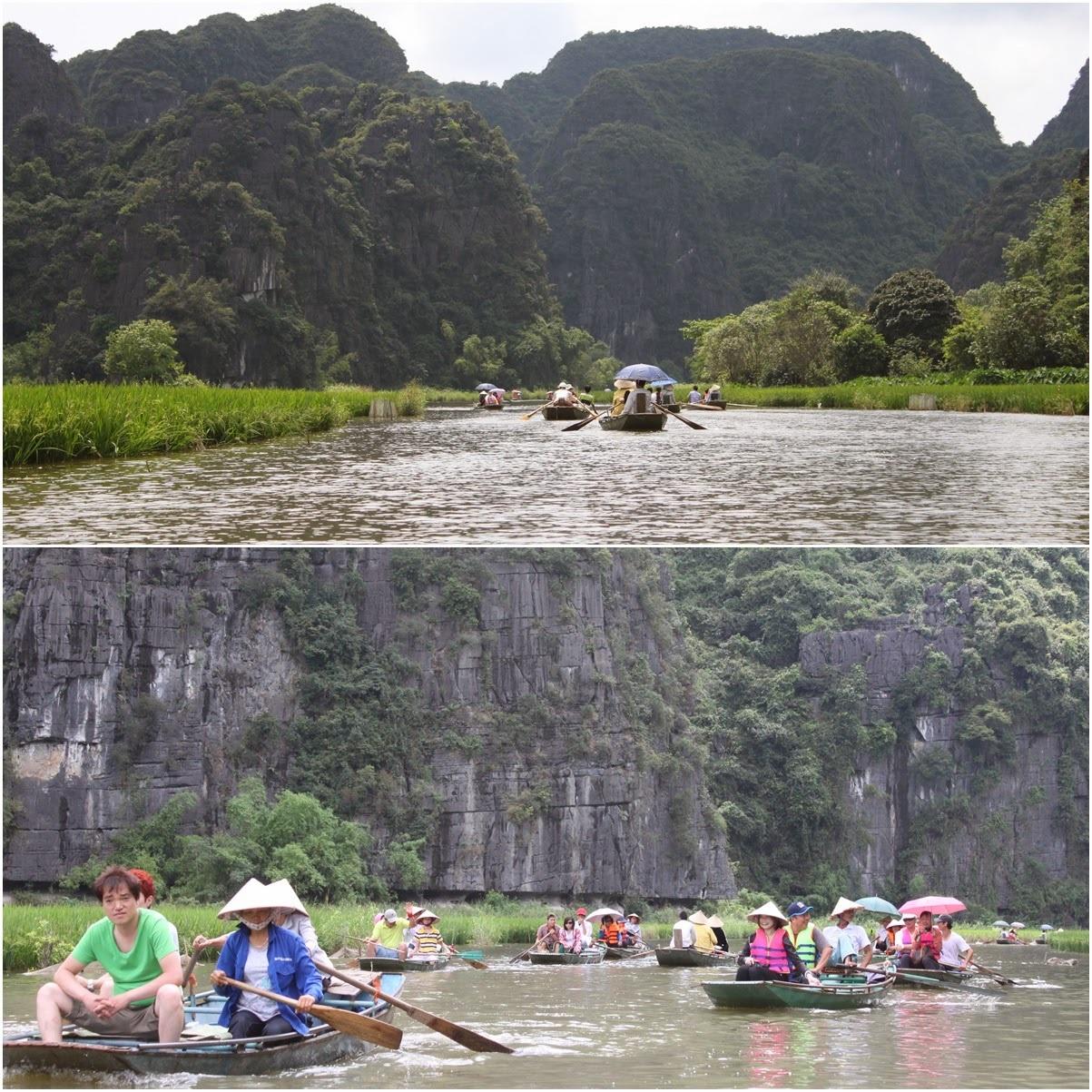 Du khách trên thuyền thăm Tam Cốc (Ảnh Lense Moments)