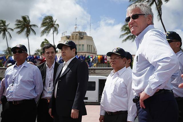 Bộ trưởng Quốc phòng Việt Nam Phùng Quang Thanh thăm các căn cứ quân đội của Mỹ