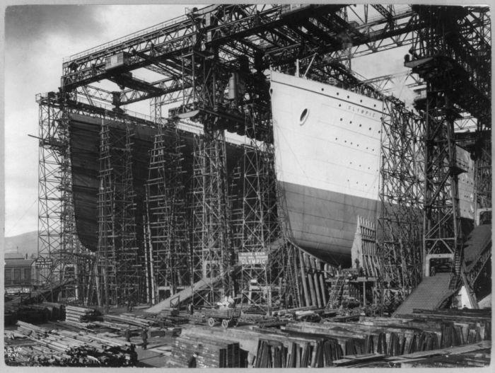 Tàu Olympic và Titanic đang được chế tạo tại Belfast vào năm 1910