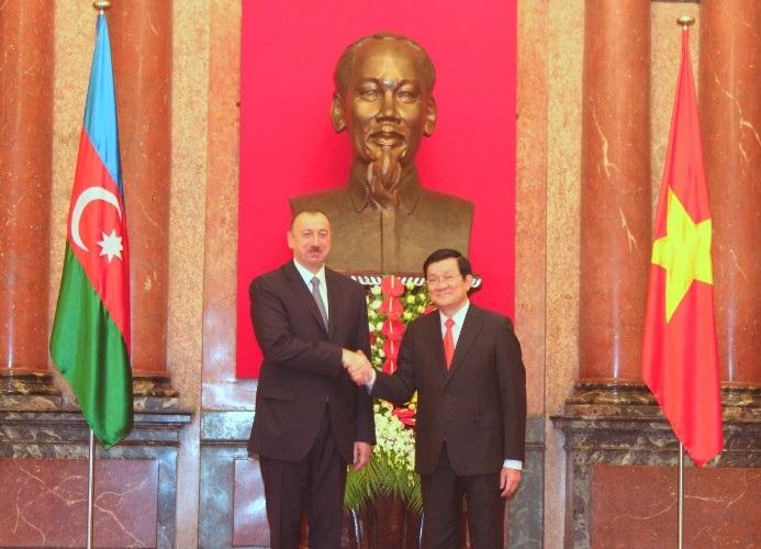 Chủ tịch nước Trương Tấn Sang và Tổng thống Cộng hòa Azerbaijan Ilham Aliyev chụp ảnh lưu niệm