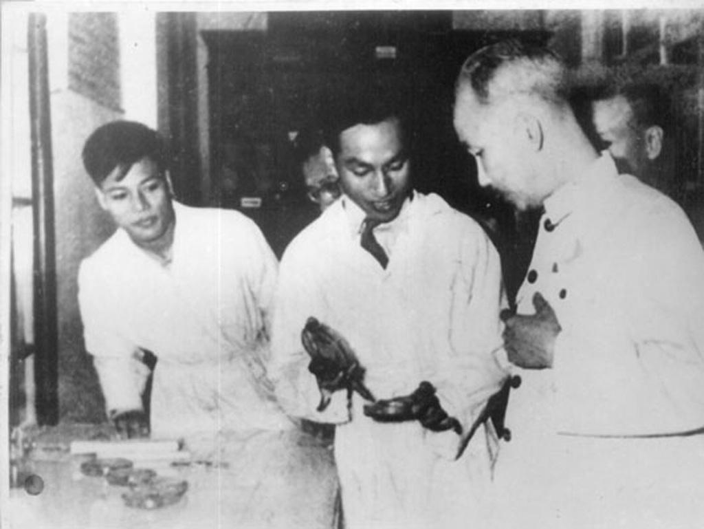 Chủ tịch Hồ Chí Minh thăm trường Đại học Y- Dược và Bộ môn Ký sinh trùng ngày 14/11/1955