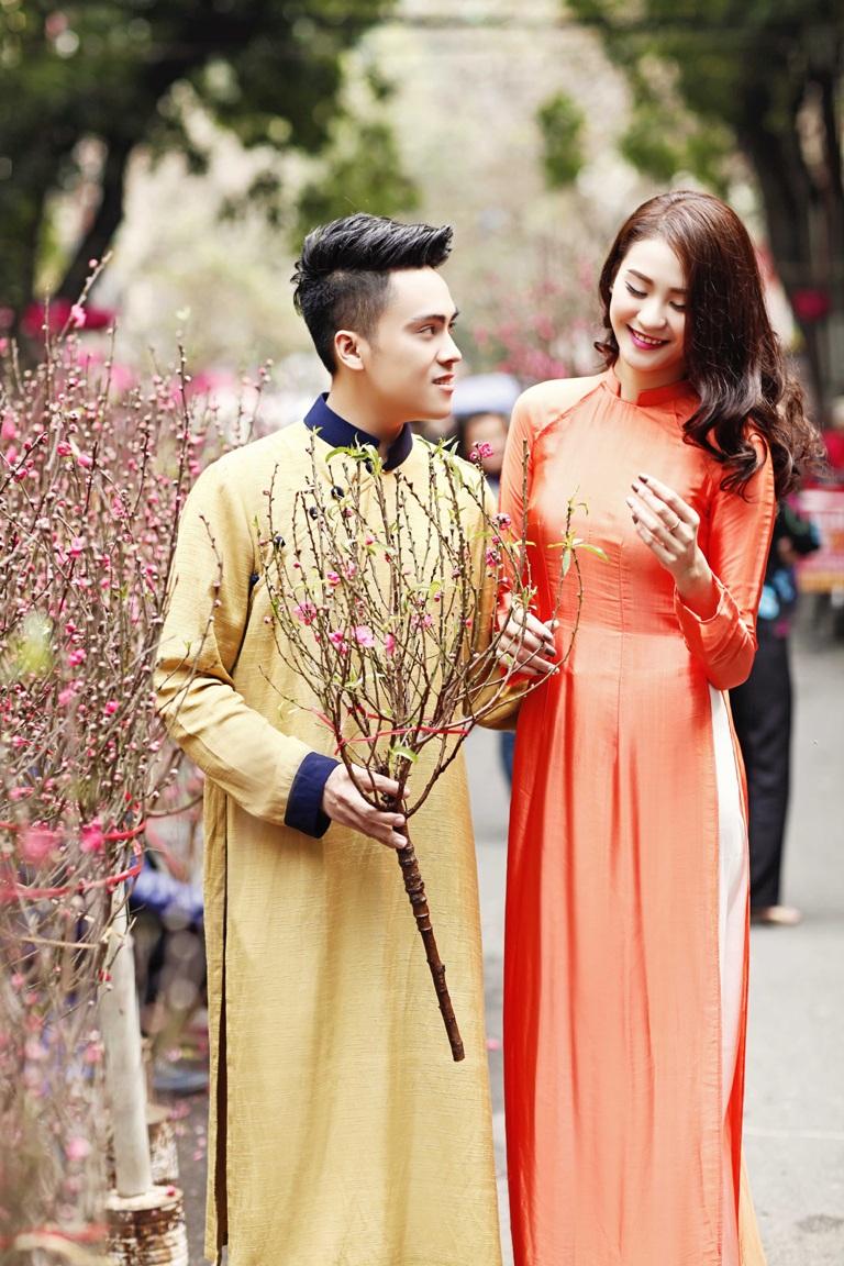 MC Thái Dũng và siêu mẫu Hà Phương yêu Tết truyền thống