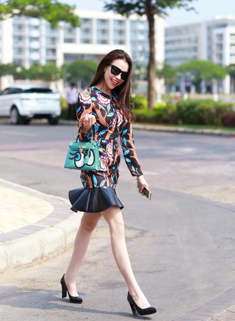 Người đẹp Trà Ngọc Hằng diện phố với chiếc váy hàng hiệu trị giá 75 triệu đồng