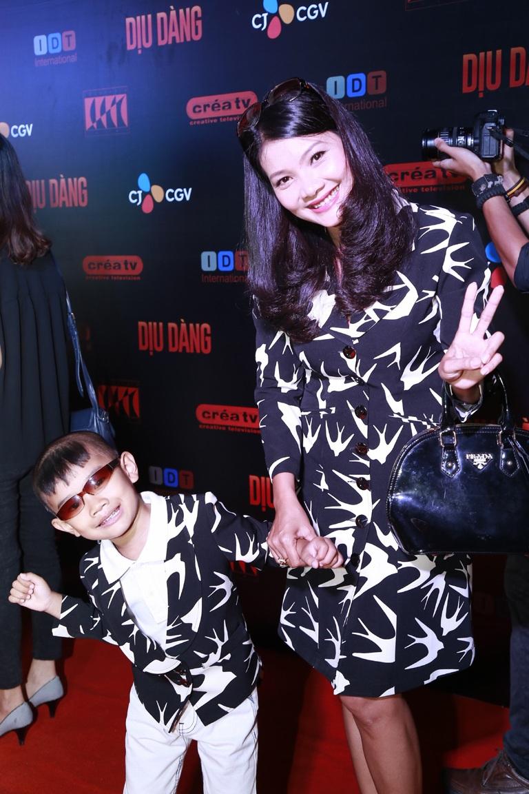 Kiều Trinh xuất hiện cùng con trai