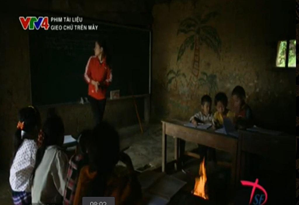 Cuộc sống thiếu thốn của những em bé vùng cao trong phim tài liệu Gieo chữ trên mây