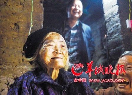 Mọi người rất vui mừng khi cụ Peng từ cõi chết trở về