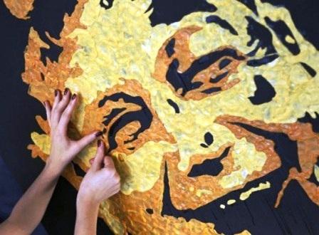 Độc đáo tranh được dát từ…bã kẹo cao su