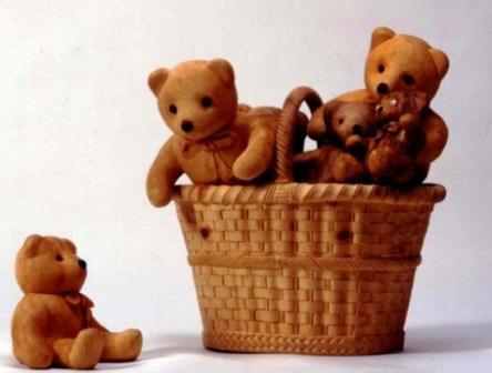 Những con gấu đồ chơi cũng được ôngLivio De Marchi dùng gỗ tạc nên