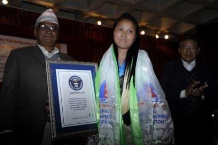 Chhurim Sherpa được tổ chức Kỷ lục Guinness Thế giới trao giấy chứng nhận