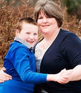 James Edgar cùng với mẹ