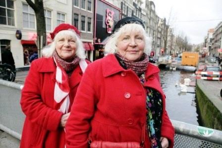 BàLouise và Martine Fokkens (70 tuôi)