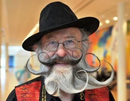 Ông Gerhard Knapp với bộ râu tương tự