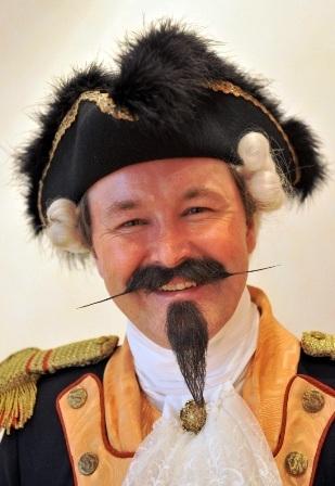 Erwin Butsch với kiểu râu lính ngự lâm.