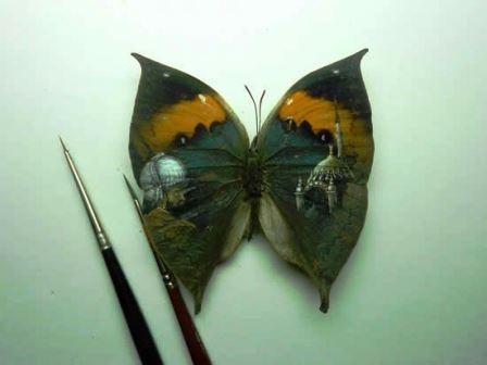 Một bức họa được vẽ trên gai của cây xương rồng