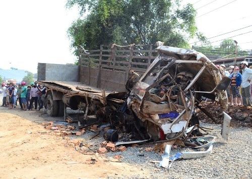 Hiện trường vụ TNGT đặc biệt nghiêm trọng xảy ra tại Đắk Lắk sáng 21/4 (ảnh: Trương Nguyễn)
