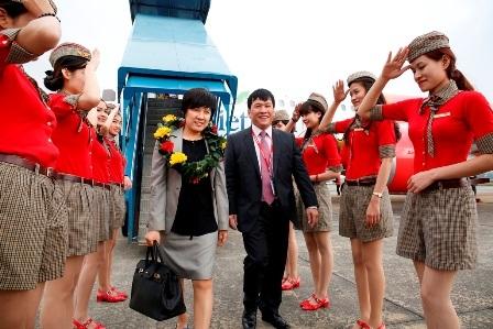 Bà Kang Jeong Heelà hành khách thứ 10 triệu của Vietjet Air