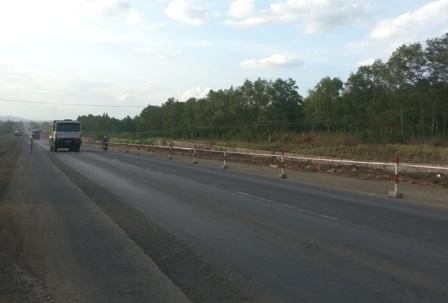 Dự án Nâng cấp mở rộng Quốc lộ 1 đoạn qua tỉnh Bình Định (ảnh chụp tháng 7/2014)