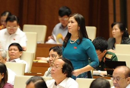 Đại biểu Tôn Thị Ngọc Hạnh phát biểu thảo luận tại hội trường Quốc hội sáng 8/6 (Ảnh: Ngọc Châu)