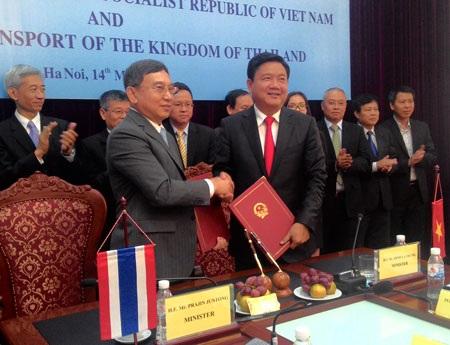 Thí điểm mở tuyến vận tải hành khách Việt Nam - Thái Lan