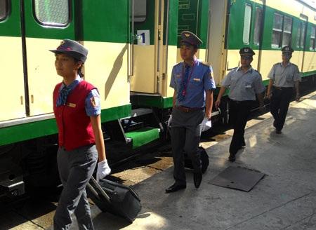 Đội ngũ nhân viên phục vụ trên tàu
