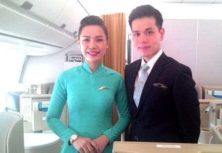 Đội ngũ phi công và tiếp viên Vietnam Airlines trong đồng phục mới