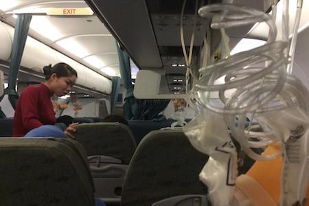 Sự cố xảy ra khi trên khoang máy bay, một số mặt nạ đã được thả ra