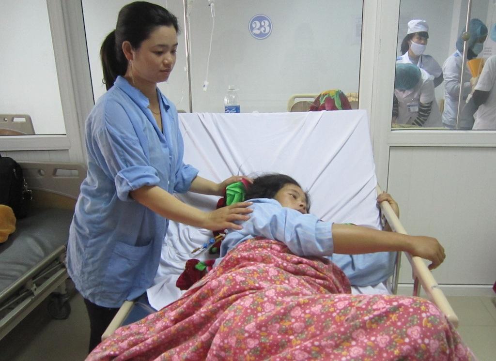 Sản phụ Võ Thị Hoàng bị băng huyết sau khi sinh đã được các bác sỹ BVĐK Nghệ An cứu thành công