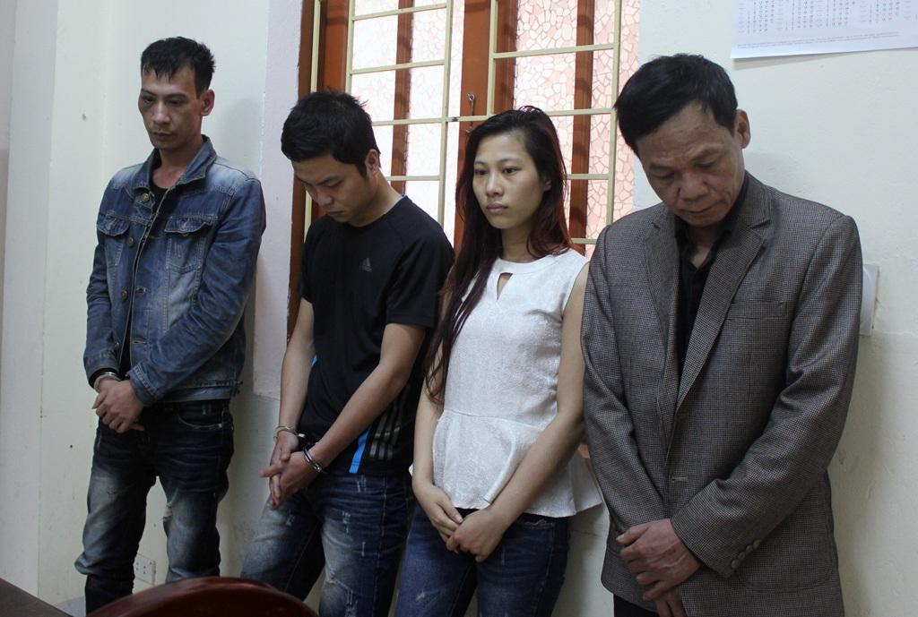 Bốn đối tượng bị bắt giữ tại cơ quan công an huyện Hưng Nguyên.