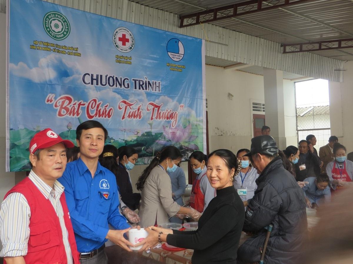 Thành Đoàn Vinh tổ chức ngày hội Hiến máu tình nguyện thu được 100 đơn vị máu.