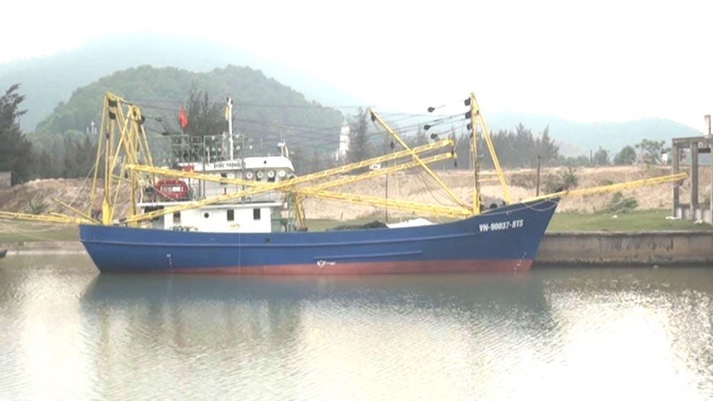 Sau gần 10 ngày vươn khơi, tàu chụp mực vỏ sắt đã thu lãi hơn 70 triệu đồng.