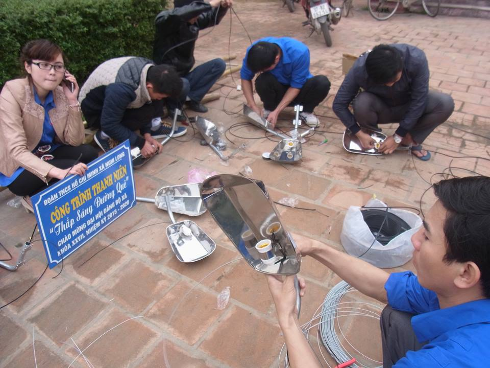 Đoàn thanh niên Nghi Lộc dọn vệ sinh môi trường.
