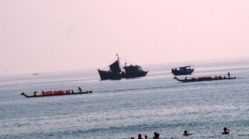 Những tay đua thuyền chuẩn bị vào vị trí.