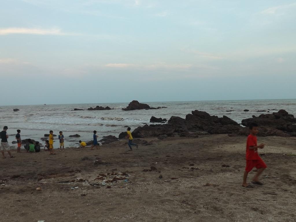 Khu vực bãi biển nơi 3 học sinh gặp nạn.