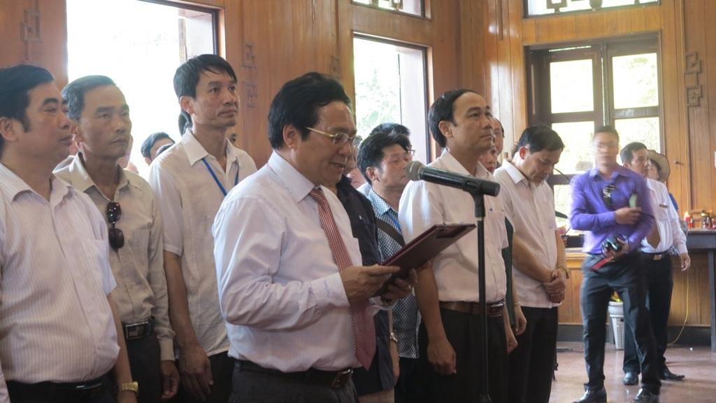 Lãnh đạo UBND tỉnh Nghệ An, huyện Nam Đàn tham gia buổi buổi lễ.