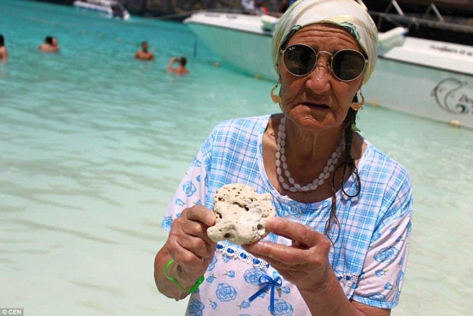 Bà thích được thưởng thức các món ăn ngon ở các quốc gia mà mình đặt chân đến.