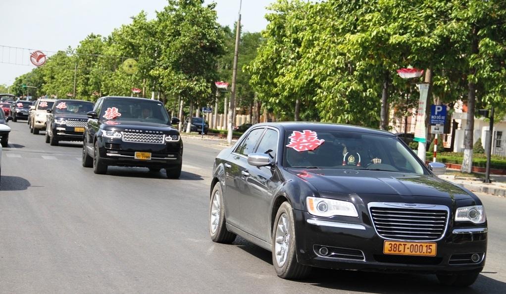 Thậm chí có cả xe mang biển vàng đỏ đến từ Hà Tĩnh.