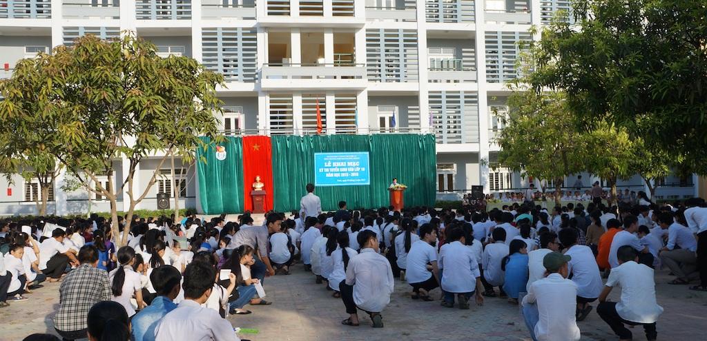 Khai mạc kỳ thi vào lớp 10 tại Trường THPT Huỳnh Thúc Kháng. (Ảnh: Nguyễn Duy)