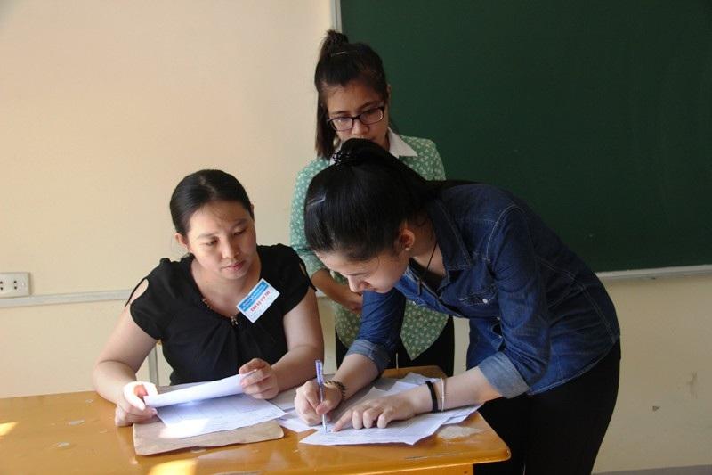 Tạicụm thi Vinh có97,7% thí sinh đến làm thủ tục. (Ảnh: Nguyễn Duy)