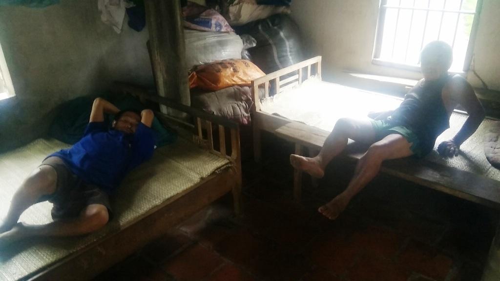 Những lúc trái gió trở trời, thì họ nằm la liệt trên giường.