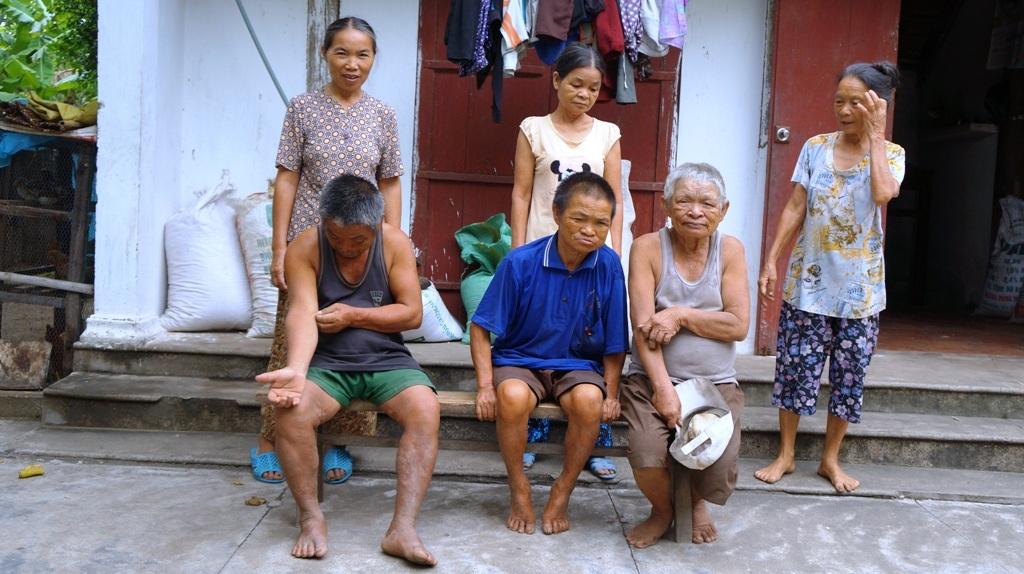 Cả gia đình nhà chồng ai cũng ốm đau, bệnh tật cứ ngẩn ngẩn, ngơ ngơ...