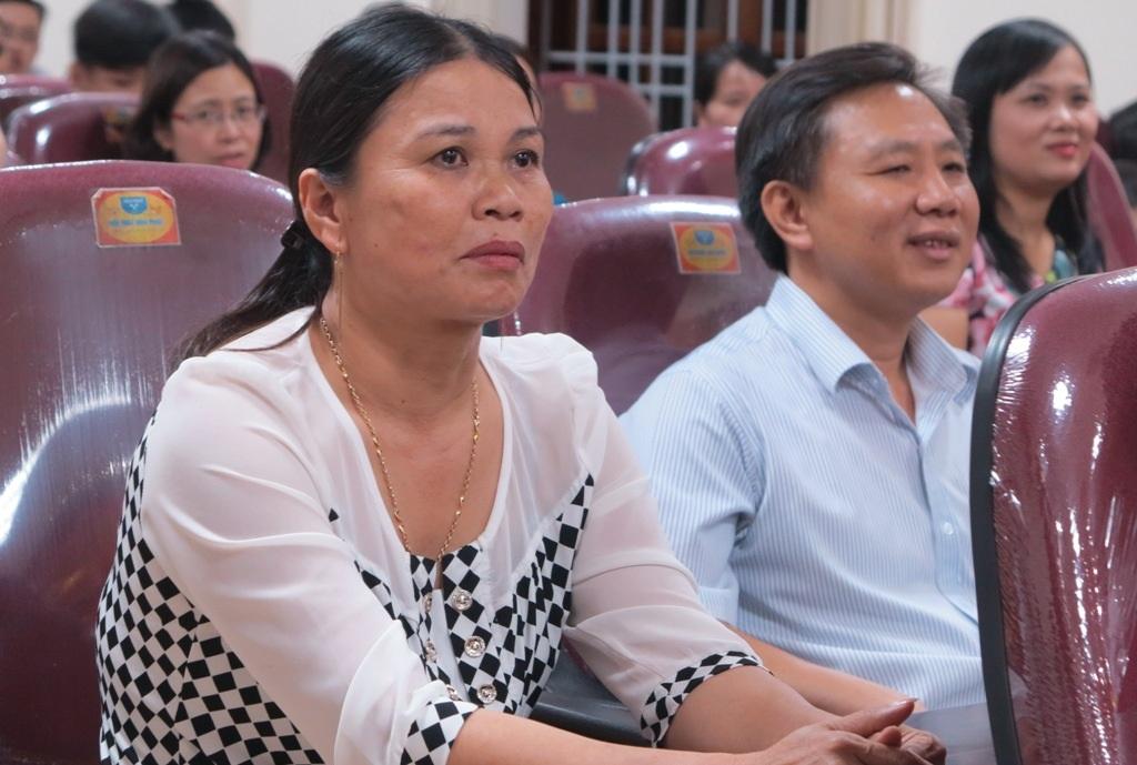 Bà Đinh Thị Lệ Thanh - Phó Chủ tịch UBND tỉnh Nghệ An xúc động phát biểu tại buổi lễ.