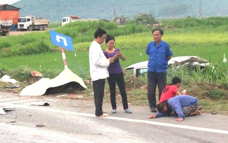 Người nhà bà Minh đau đớn trước sự ra đi đột ngột của nạn nhân.