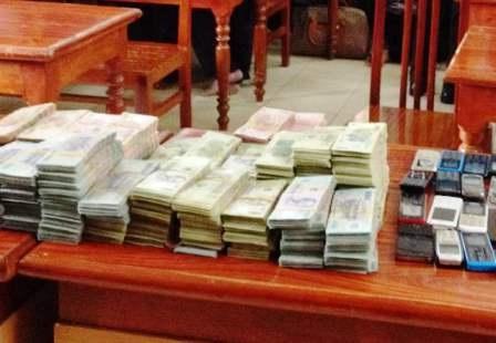 Cơ quan CSĐT thu giữ 3,5 tỉ đồng số tiền các con bạc dùng để sát phạt nhau.