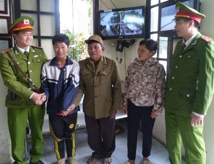 Ông ngoại, mẹ Long gửi lời cám chân thành đến các chiến sĩ CA phường Điện Biên.