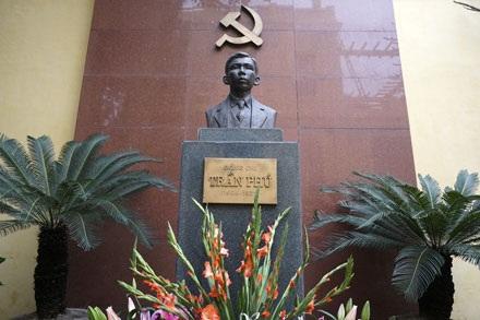 Tượng đài Tổng Bí thư Trần Phú