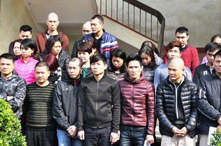 27 đối tượng trong sới bạc tiền tỉ bị khởi tố về tội tổ chức đánh bạc và đánh bạc.