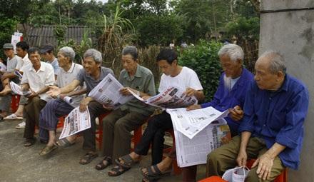 Những người dân tại xã Điềm Mặc năm nào luôn ở bên những người làm báo Cách mạng.