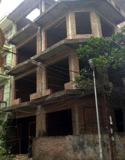 Một nam sinh viên được phát hiện tử vong đã lâu trong ngôi nhà hoang.